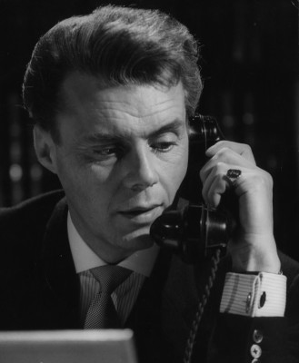 victim-1961-002-dirk-bogarde-phone-00o-7pg